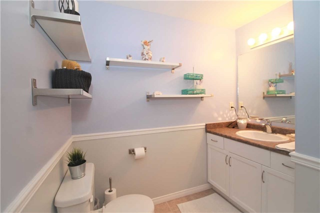 Townhouse at 5 Wallace St, New Tecumseth, Ontario. Image 7