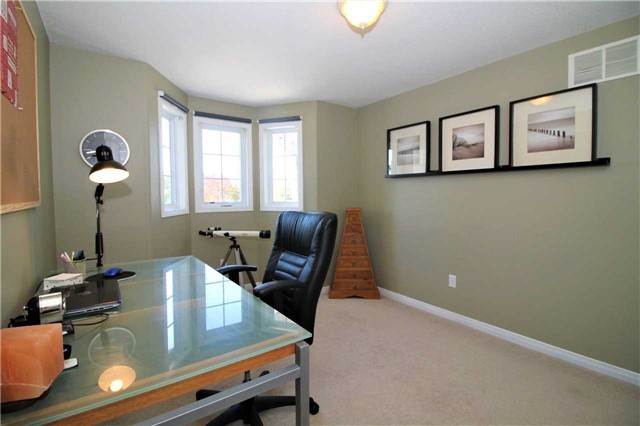 Townhouse at 5 Wallace St, New Tecumseth, Ontario. Image 8