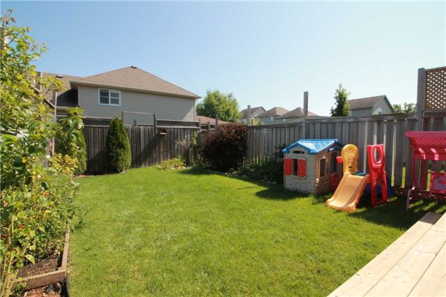 Townhouse at 5 Wallace St, New Tecumseth, Ontario. Image 11