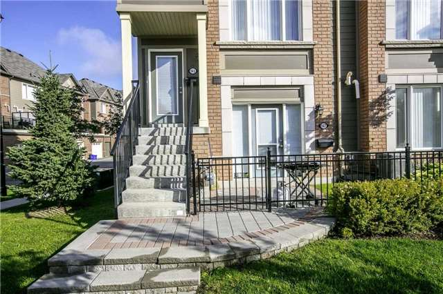 Condo Townhouse at 147 Lewis Honey Dr, Aurora, Ontario. Image 1