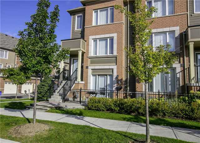 Condo Townhouse at 147 Lewis Honey Dr, Aurora, Ontario. Image 11