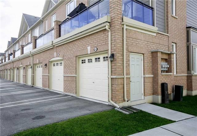 Condo Townhouse at 147 Lewis Honey Dr, Aurora, Ontario. Image 8