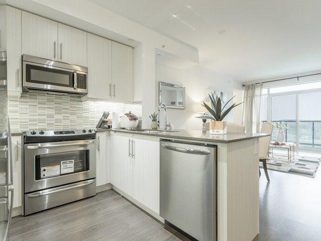 Condo Apartment at 55 Oneida Cres, Unit 510, Richmond Hill, Ontario. Image 1