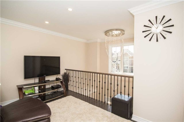 Detached at 717 Prest Way, Newmarket, Ontario. Image 4