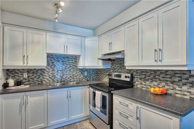 Townhouse at 12 Agincourt Rd, Vaughan, Ontario. Image 14
