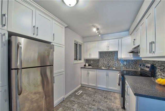 Townhouse at 12 Agincourt Rd, Vaughan, Ontario. Image 15