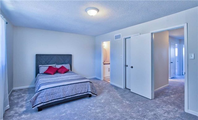 Townhouse at 12 Agincourt Rd, Vaughan, Ontario. Image 20