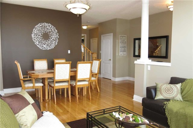 Detached at 121 Maroon Dr, Richmond Hill, Ontario. Image 16