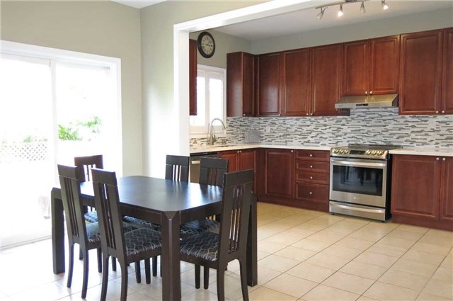 Detached at 121 Maroon Dr, Richmond Hill, Ontario. Image 19