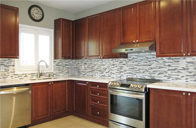 Detached at 121 Maroon Dr, Richmond Hill, Ontario. Image 20