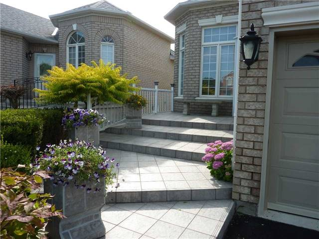 Detached at 135 Toporowski Ave, Richmond Hill, Ontario. Image 12