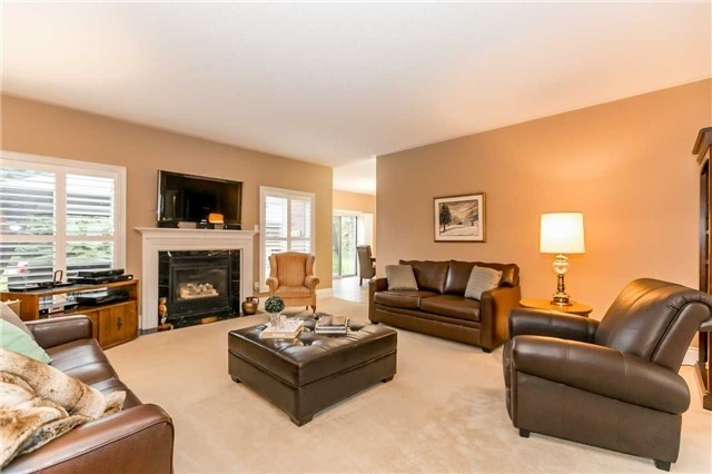 Detached at 1076 Vice Regent Pl, Newmarket, Ontario. Image 2