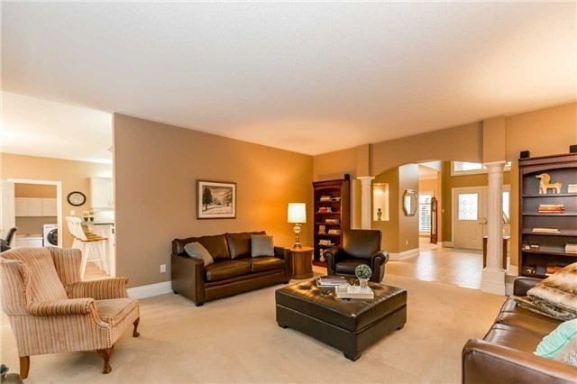 Detached at 1076 Vice Regent Pl, Newmarket, Ontario. Image 3