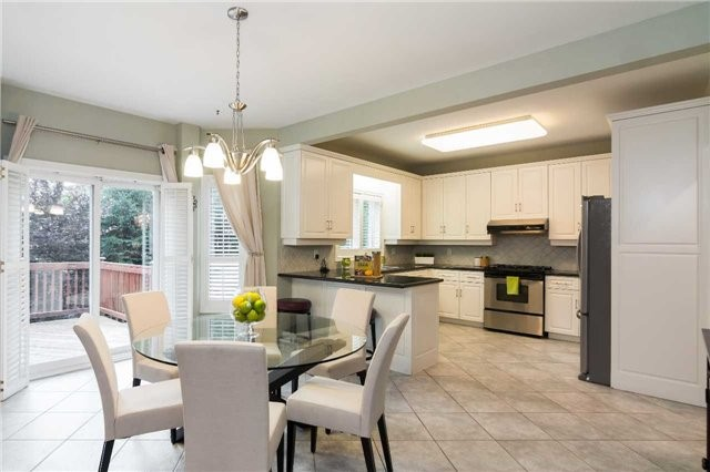 Detached at 51 Chantilly Cres, Richmond Hill, Ontario. Image 2