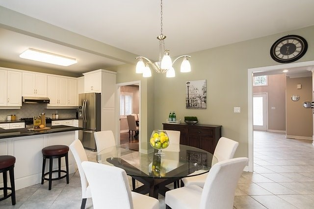 Detached at 51 Chantilly Cres, Richmond Hill, Ontario. Image 4