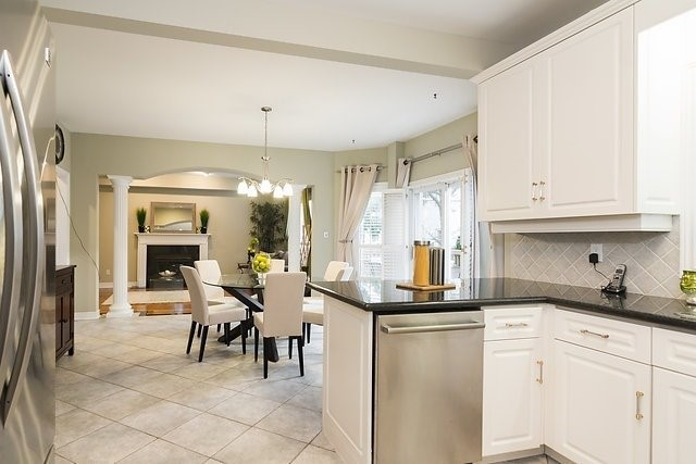 Detached at 51 Chantilly Cres, Richmond Hill, Ontario. Image 7