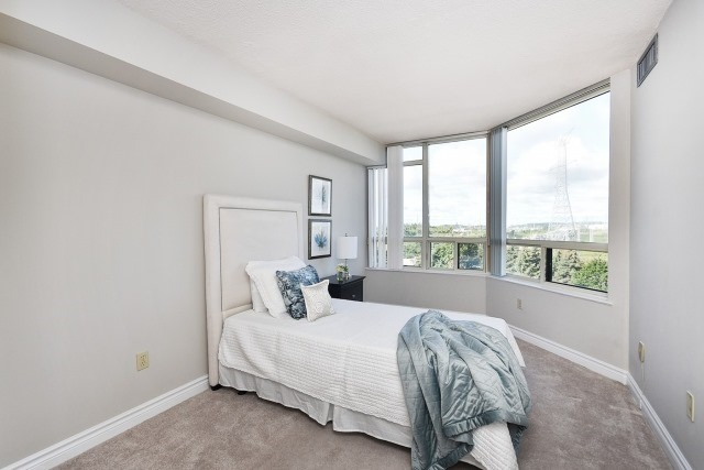 Condo Apartment at 8501 Bayview Ave, Unit 714, Richmond Hill, Ontario. Image 17