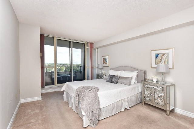 Condo Apartment at 8501 Bayview Ave, Unit 714, Richmond Hill, Ontario. Image 2