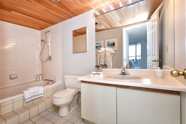 Condo Apartment at 8501 Bayview Ave, Unit 714, Richmond Hill, Ontario. Image 3