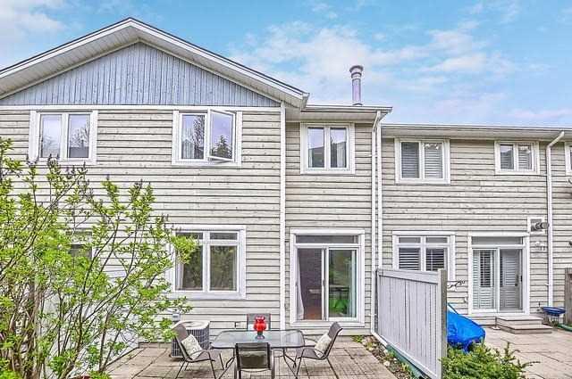 Condo Townhouse at 976 On Bogart Circ, Newmarket, Ontario. Image 11