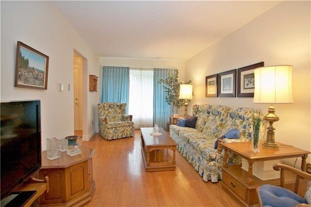 Detached at 498 London Rd, Newmarket, Ontario. Image 14