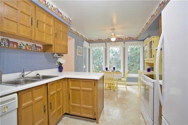 Detached at 498 London Rd, Newmarket, Ontario. Image 18