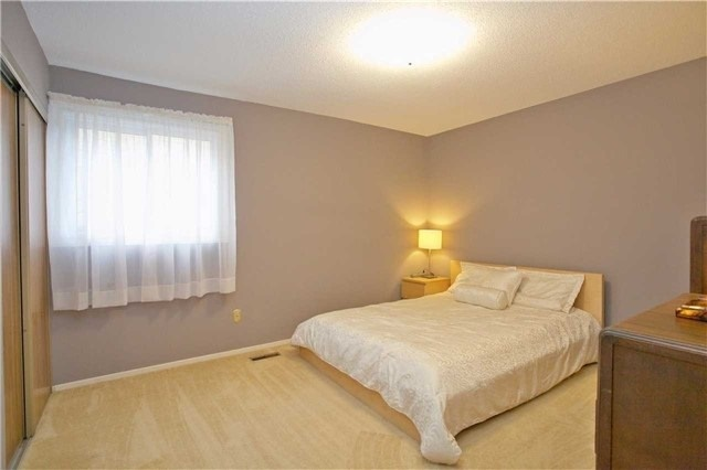 Detached at 498 London Rd, Newmarket, Ontario. Image 3