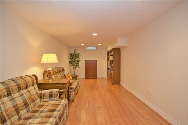 Detached at 498 London Rd, Newmarket, Ontario. Image 8