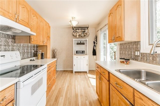 Detached at 7 Brown St, New Tecumseth, Ontario. Image 2