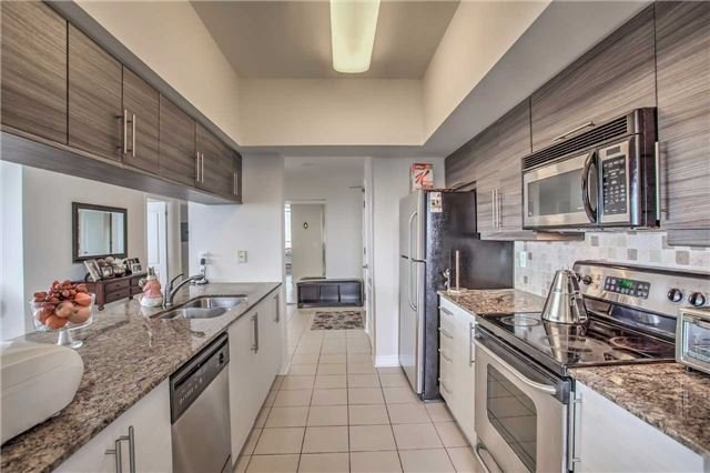 Condo Apartment at 50 Disera Dr, Unit 1403, Vaughan, Ontario. Image 18