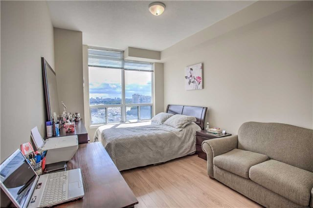 Condo Apartment at 50 Disera Dr, Unit 1403, Vaughan, Ontario. Image 4