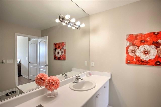Condo Apartment at 50 Disera Dr, Unit 1403, Vaughan, Ontario. Image 5