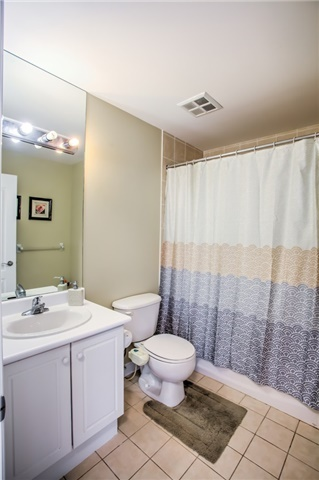 Condo Apartment at 50 Disera Dr, Unit 1403, Vaughan, Ontario. Image 6