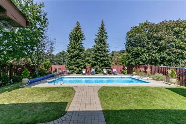 Detached at 36 Manning Cres, Newmarket, Ontario. Image 9