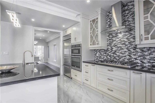 Detached at 18 River Forest St, Markham, Ontario. Image 14
