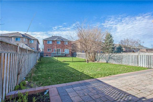 Detached at 18 River Forest St, Markham, Ontario. Image 10