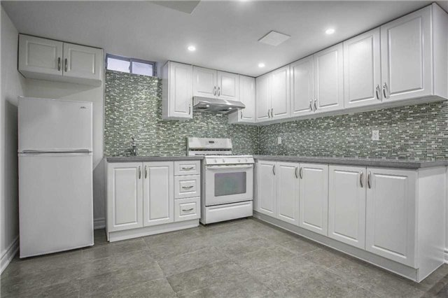 Detached at 18 River Forest St, Markham, Ontario. Image 11