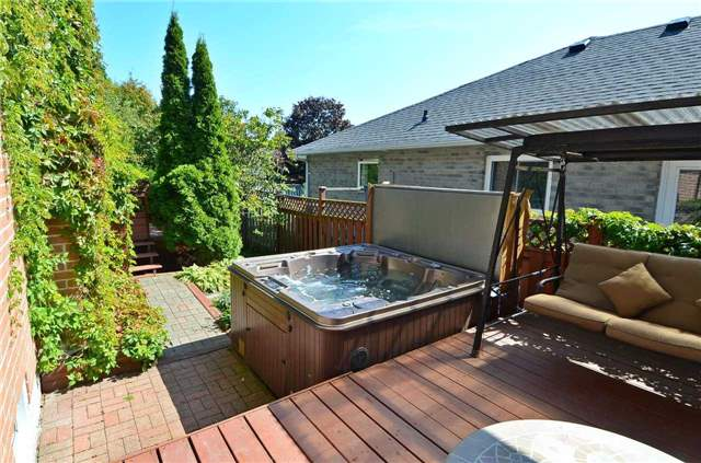 Detached at 7 Sunderland St, Richmond Hill, Ontario. Image 13