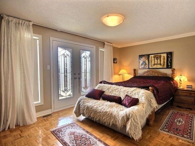 Detached at 96 Montebello Ave, Vaughan, Ontario. Image 5