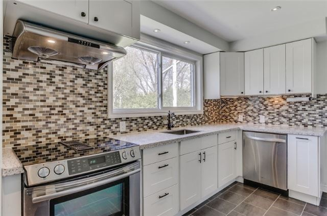 Detached at 126 Sherwood Forest Dr, Markham, Ontario. Image 2