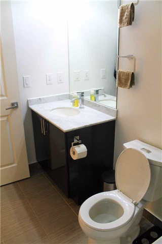 Condo Apartment at 7165 Yonge St, Unit 1403, Markham, Ontario. Image 2