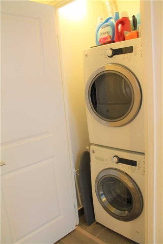 Condo Apartment at 7165 Yonge St, Unit 1403, Markham, Ontario. Image 3