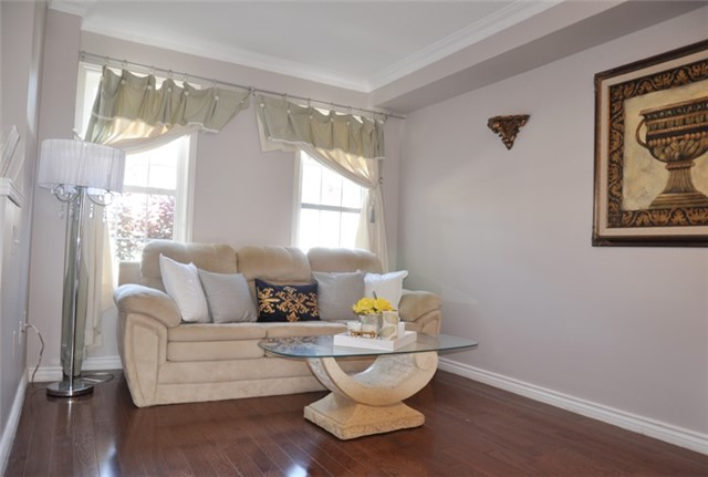 Townhouse at 115 Selkirk Dr, Richmond Hill, Ontario. Image 6