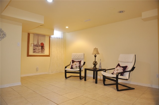 Townhouse at 115 Selkirk Dr, Richmond Hill, Ontario. Image 3