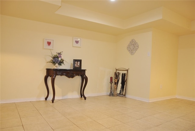 Townhouse at 115 Selkirk Dr, Richmond Hill, Ontario. Image 4