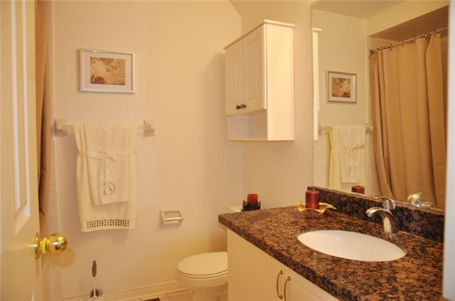 Townhouse at 115 Selkirk Dr, Richmond Hill, Ontario. Image 5
