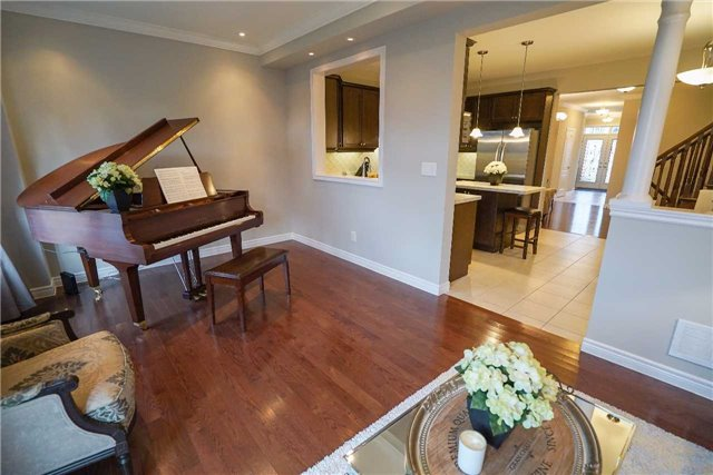Townhouse at 34 Millhouse Crt, Vaughan, Ontario. Image 15