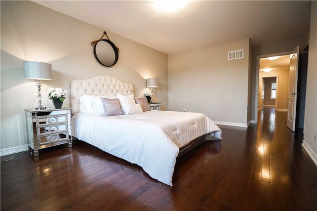 Townhouse at 34 Millhouse Crt, Vaughan, Ontario. Image 2