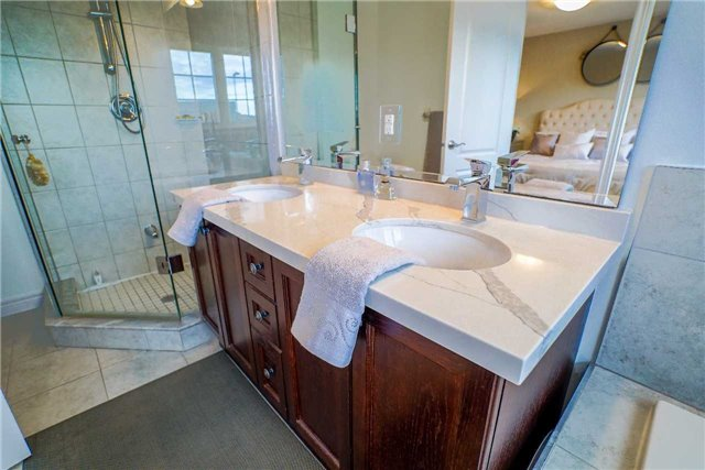 Townhouse at 34 Millhouse Crt, Vaughan, Ontario. Image 3