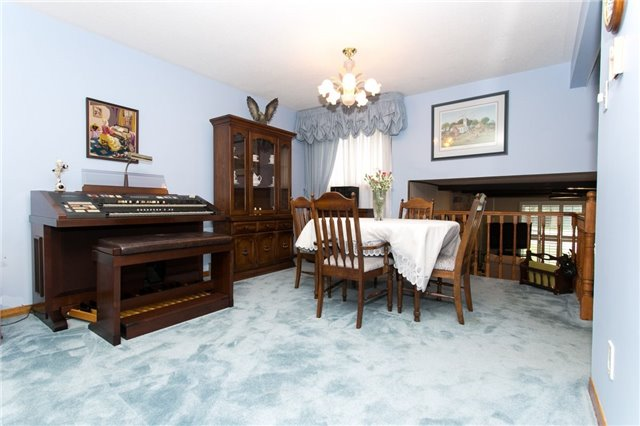 Detached at 173 Mill Pond Crt, Richmond Hill, Ontario. Image 10